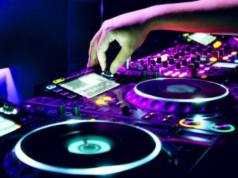 DJ от disc jockey